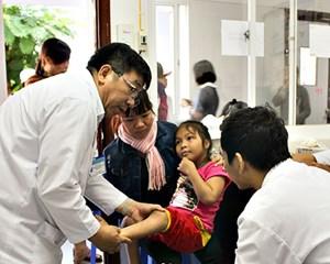 Phú Yên: Khám sàng lọc trẻ em bị khuyết tật hệ vận động