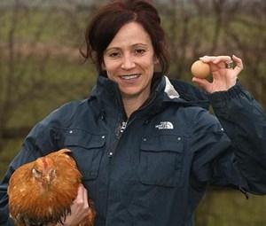 Quả trứng gà bán với giá 15 triệu đồng