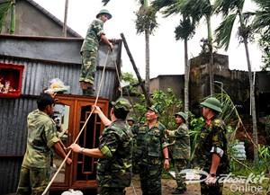 Quân đội giúp dân vùng lũ ổn định cuộc sống