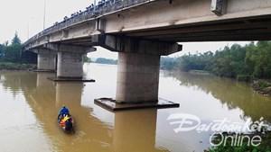 Quảng Nam: Một em học sinh nhảy sông tự vẫn