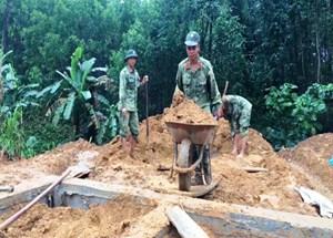 Quảng Nam:Bộ đội giúp dân dựng lại nhàsau đợt sạt lở