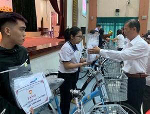 TP HCM: Quận Tân Phú trao học bổng Nguyễn Hữu Thọ