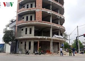 Rơi từ tầng 6 ngôi nhà đang xây, một phụ nữ nguy kịch