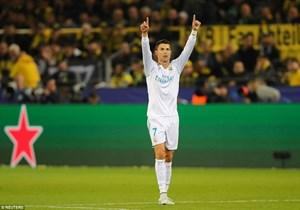 Ronaldo giúp Real vùi dập Dortmund trong ngày cán mốc lịch sử