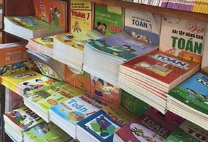Mỗi trường học thành lập một hội đồng chọn sách giáo khoa