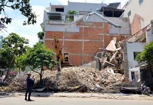 Sập nhà đang tháo dỡ, một người chết, hai người bị thương