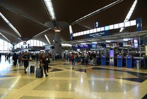 Tiếp tục tìm kiếm chuyến bay đưa công dân mắc kẹt tại Malaysia về nước