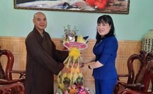 Mặt trận tỉnh Bình Định thăm và chúc mừng Đại lễ Phật đản 2020