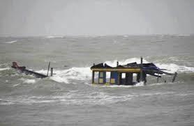Thanh Hóa cứu nạn 7 ngư dân bị chìm tàu trên biển