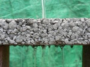 Sợi carbon tái chế giúp cải thiện khả năng thoát nước của bê tông trong mùa lũ