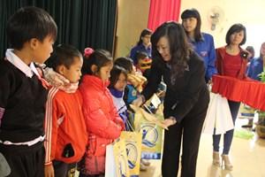 Sơn La: Phát động phong trào giáo viên đỡ đầu học sinh khó khăn
