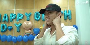 Soobin Hoàng Sơn 'rưng rưng' nước mắt khi được học trò chúc mừng sinh nhật