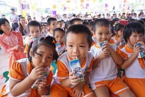 Bổ sung 21 vi chất dinh dưỡng vào sữa học đường
