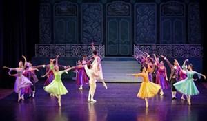 Tái diễn vũ kịch nổi tiếng 'Cô bé lọ lem'