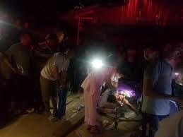 Xe ôtô chở đất đè sập nhà tạm, 2 mẹ con tử vong thương tâm