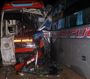Tai nạn liên hoàn giữa 3 xe ô tô trên đường Hồ Chí Minh