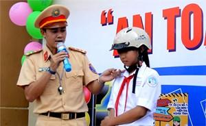 Tặng 1.000 mũ bảo hiểm cho học sinh Củ Chi