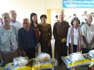 Tặng quà người dân khó khăn tỉnh Kandal, Vương quốc Campuchia
