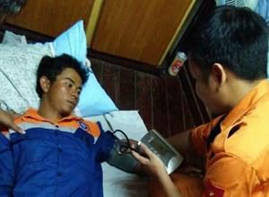 Tàu quốc tế cứu nạn thuyền viên Việt trôi dạt trên biển