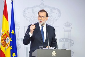 Tây Ban Nha giải tán chính quyền Catalonia