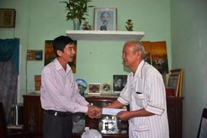 Thăm, tặng quà gia đình chính sách tại Sơn Tịnh, tỉnh Quảng Ngãi