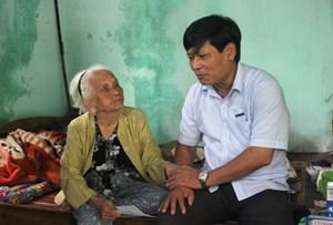 Thăm và tặng quà các Mẹ Việt Nam Anh hùng, gia đình chính sách nhân dịp 27-7
