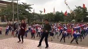Thầy cô giáo cùng học sinh nhảy nhịp điệu gây sốt cộng đồng mạng
