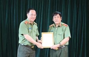 Thiếu tướng Trương Giang Long nhận quyết định nghỉ hưu
