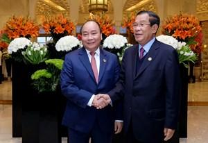 Thủ tướng Nguyễn Xuân Phúc gặp Thủ tướng Campuchia, Tổng thống Indonesia