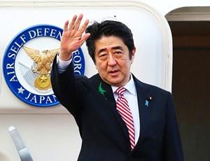 Thủ tướng Nhật Bản gặp khó