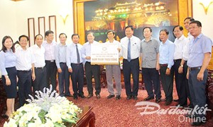 Thừa Thiên - Huế tiếp nhận 500 triệu đồng ủng hộ của Công đoàn Ngân hàng Việt Nam