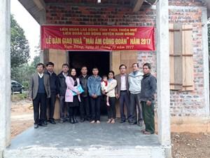 Thừa Thiên Huế: Trao 4 nhà mái ấm công đoàn cho các hộ dân miền núi