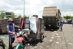 Chuyển đổi lực lượng thu gom rác dân lập: Vẫn rất chậm