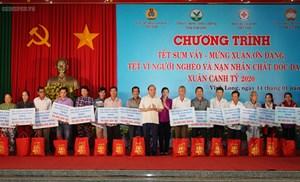 Thủ tướng dự chương trình 'Tết sum vầy' với người nghèo tại Vĩnh Long