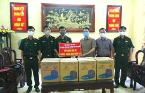 MTTQ tỉnh Thái Bình tặng gần 200 chiếc quạt cho khu vực cách ly