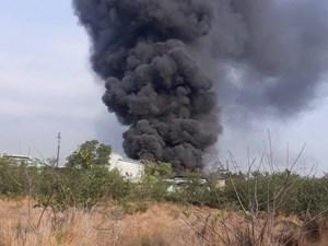 TP HCM: Cháy lớn thiêu rụi 4 tấn phế liệu
