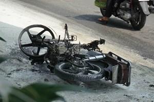 TP HCM: Nam thanh niên bật lửa đốt xe máy vì bị xử phạt