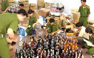 TP Hồ Chí Minh: Triệt phá dây chuyền sản xuất rượu giả