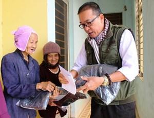 Trao gần 100 suất quà cho người nghèo xã Tam Đại