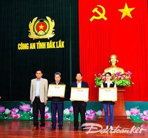 Trao tặng Bằng Tổ quốc ghi công cho gia đình 3 liệt sỹ hy sinh trong vụ nổ tại trụ sở Công an Đắk Lắk