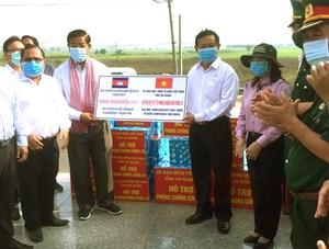 An Giang hỗ trợ 2 tỉnh Campuchia máy móc, trang thiết bị y tế phòng dịch Covid-19