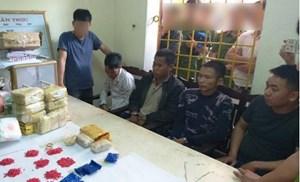 Triệt phá hai vụ mua bán vận chuyển 8kg ma túy đá