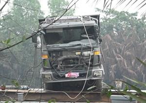 Trục vớt 'thủ phạm' gây sập cầu ở Sài Gòn