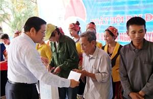 Trưởng ban Nội chính Trung ương dự ngày hội đại đoàn kết tại Con Cuông