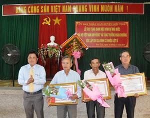 Truy tặng danh hiệu 'Bà Mẹ Việt Nam Anh hùng' và tặng thưởng Huân chương độc lập
