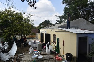 [ẢNH] Người dân tự nguyện tháo dỡ nhà, khép lại chuỗi ngày 'sống mòn' trên di tích Huế