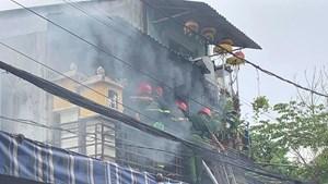 Thừa Thiên-Huế: Một cảnh sát chữa cháy bị thương khi làm nhiệm vụ