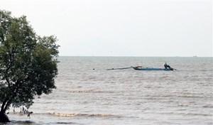Phú Yên: Truy tìm tàu chở hàng đâm chìm tàu cá rồi bỏ chạy