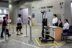 Hong Kong: Một bác sĩ mắc Covid-19, tăng các ca bệnh từ nước ngoài về