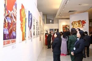 Khai mạc triển lãm phụ nữ Xôviết